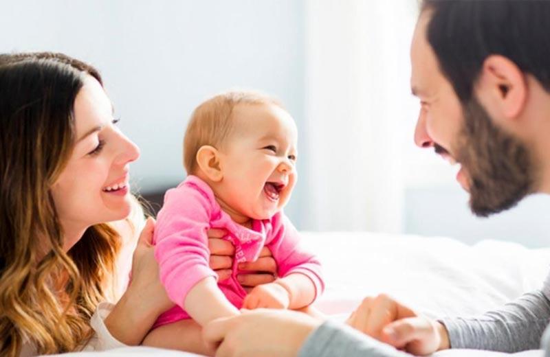 نقش پدر و مادر و پرستار در نگهداری از کودک