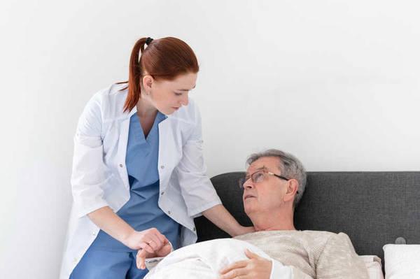 پرستار سالمند مریض در کرج