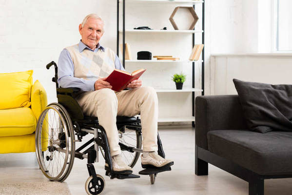 پرستار سالمند ویلچری در کرج