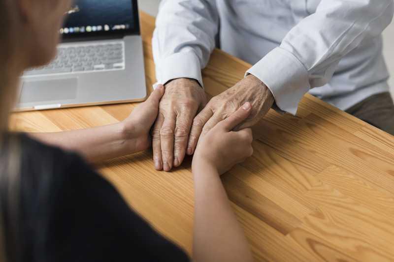 ارتباط با سالمند آلزایمری