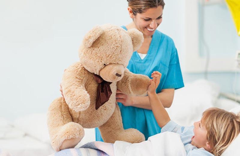 عروسک گردانی برای کودک بیمار