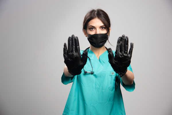 اهمیت پوشیدن دستکش توسط پرستار