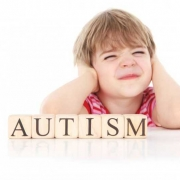 اوتیسم در کودکان | ( علائم و نشانه های اوتیسم کودک )