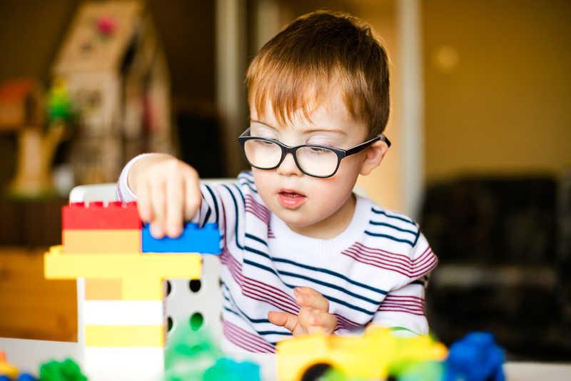 برقراری ارتباط با کودک اوتیسم
