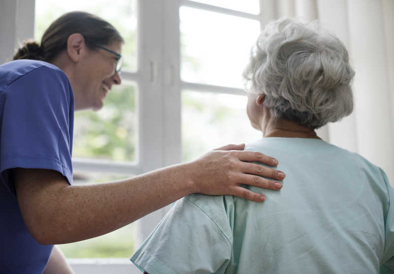 تعویض پوشک سالمند