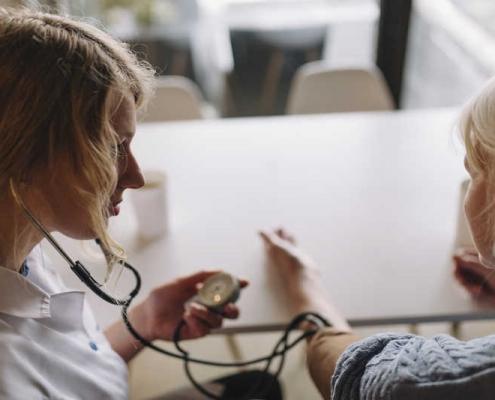 نیاز سالمند به پرستار