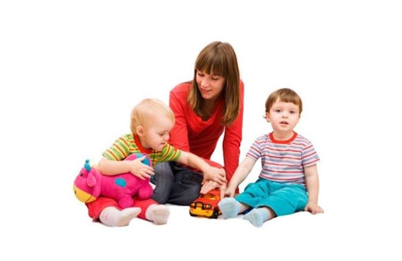 ویژگی ها و مهارت های پرستار کودک در خانه