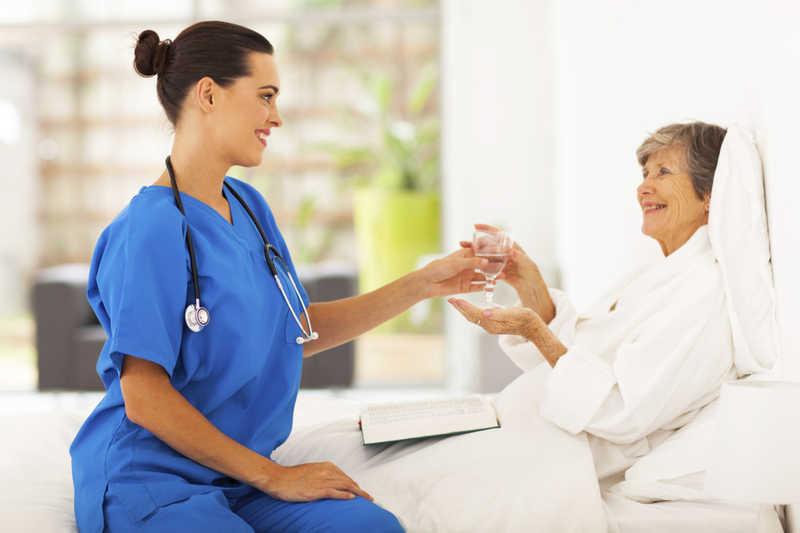 اهمیت نیاز به پرستار سالمند در منزل