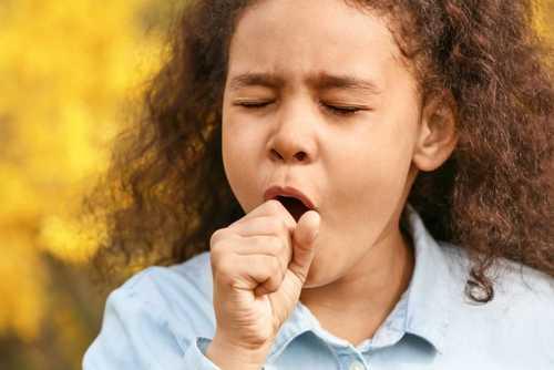 سرفه خشک و مداوم کودک مبتلا به کرونا
