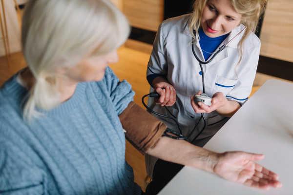 کنترل سلامت جسمانی سالمند