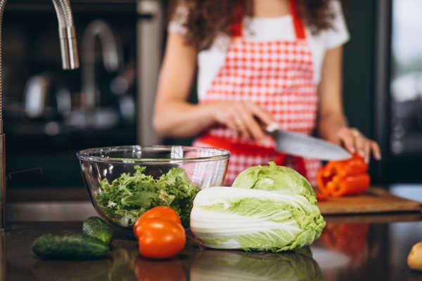 آشپزی و تهیه غذا در منزل