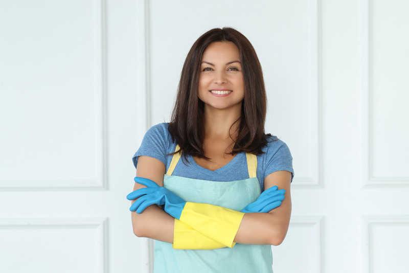 استخدام خدماتی برای انجام امور منزل