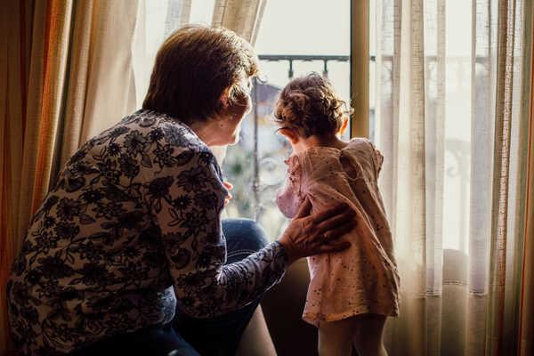 رسیدگی خدمتکار به فرزندان
