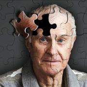 بیماری آلزایمر چیست ؟ ( علائم و دلایل ابتلا به آلزایمر )