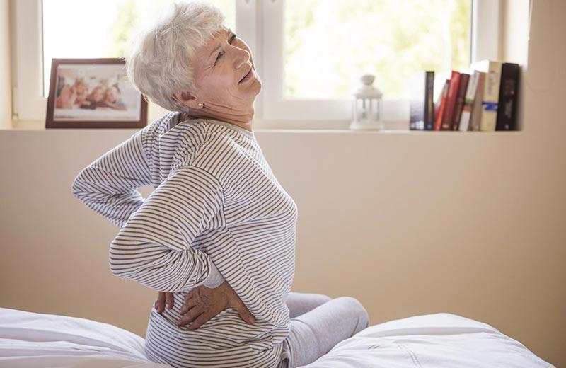 علائم بیماری سنگ کلیه در سالمندان