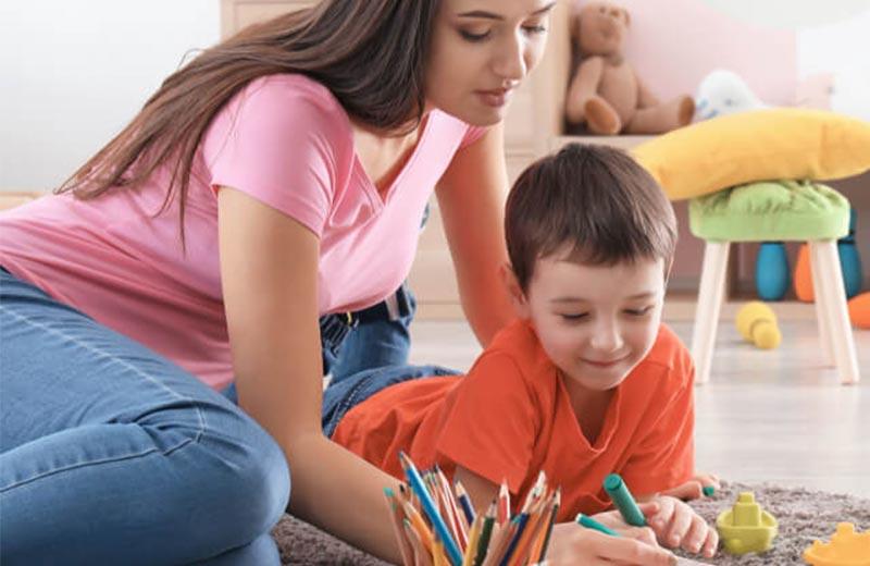 خدمات پرستار کودک در منزل