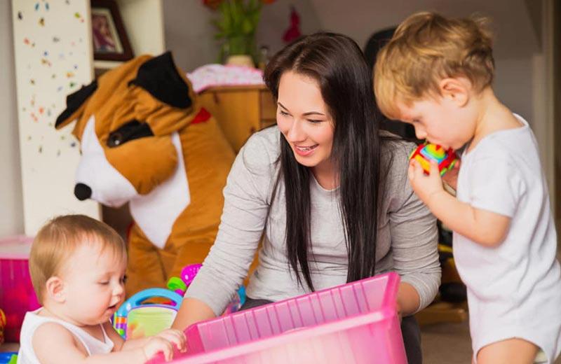 چرا بهتر است از کودک در خانه و به کمک پرستار کودک نگهداری کنیم؟