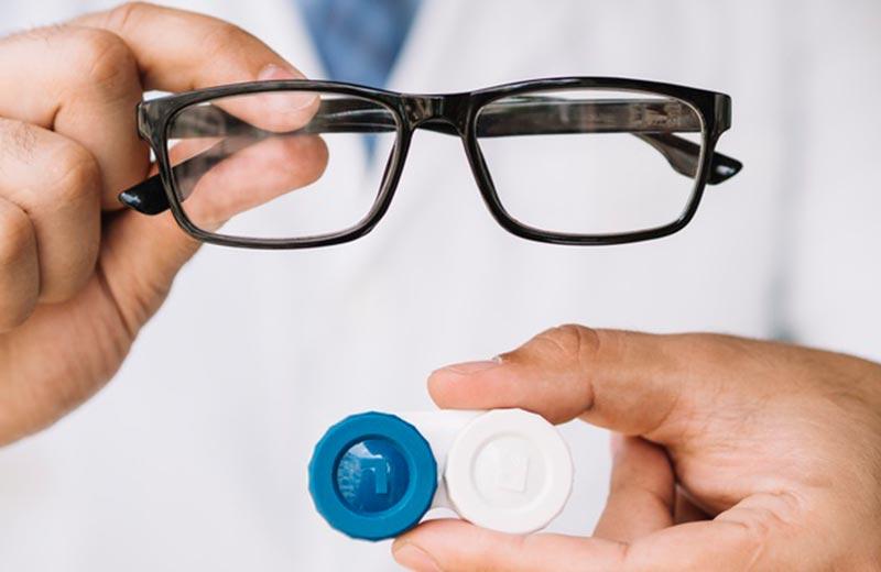 تجویز عینک و لنز برای سالمندان