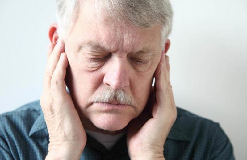 صدای-بلند-یکی-از-علل-آسیب-دیدن-پرده-گوش-سالمندان